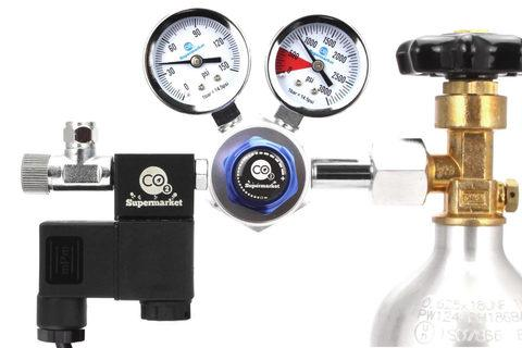 Stanard dual stage regulator attached to CO2 cylinder