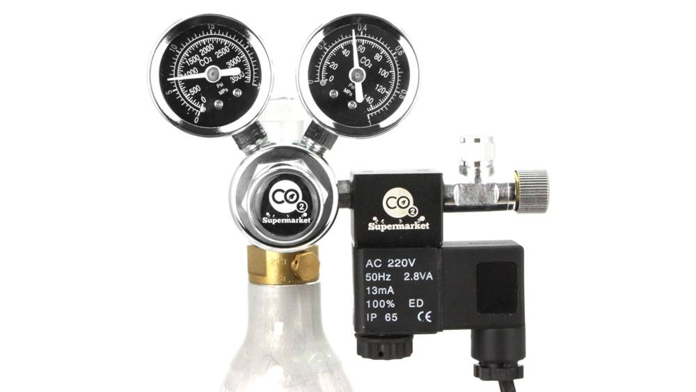 CO2 Regulator attached to SodaStream cylinder using an adapter