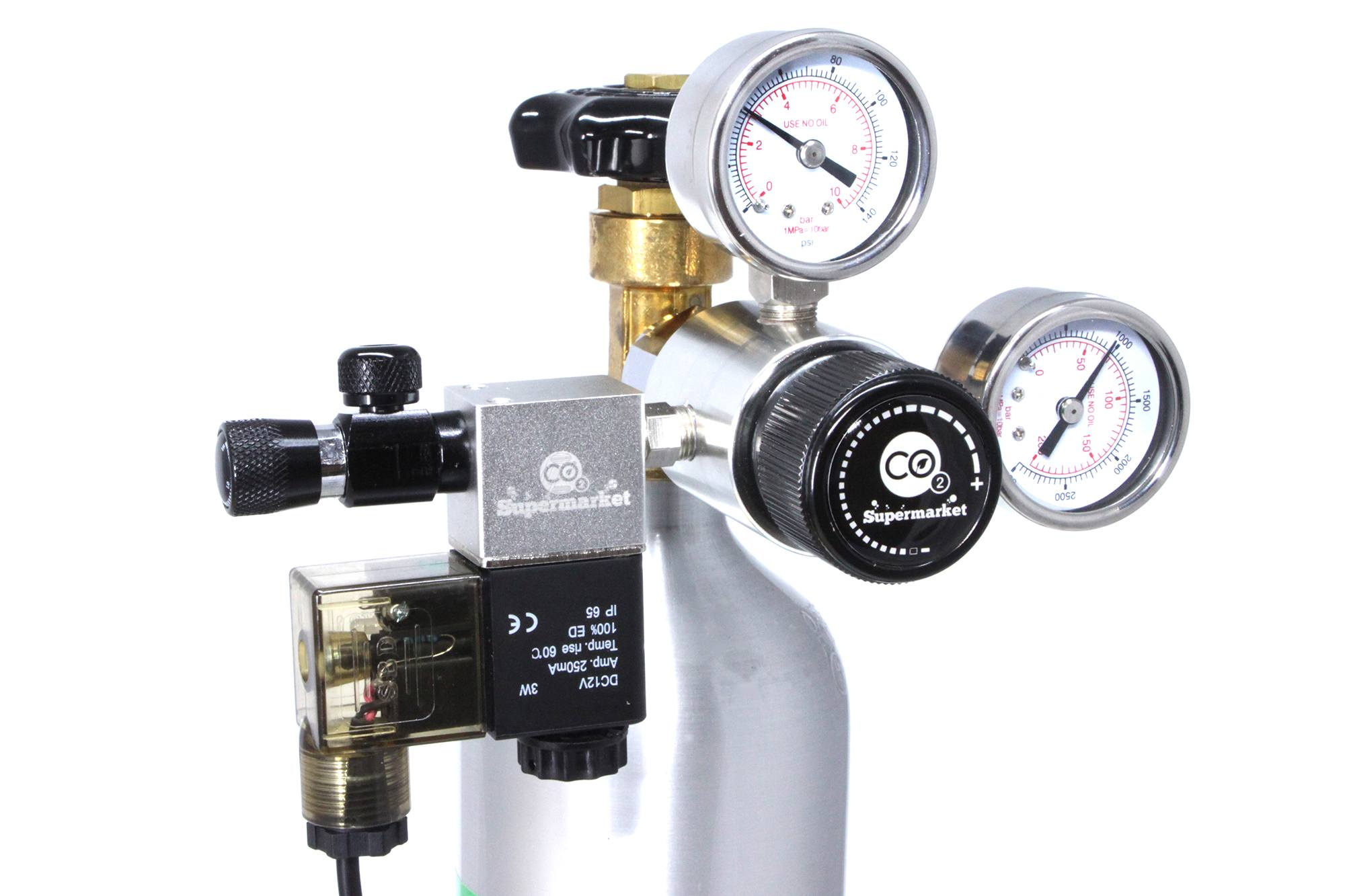 Single stage CO2 regulator attached to Horizontal Cylinder